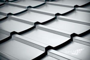 Minimalni naklon pločevinaste strehe.